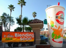 Robeks Fruit Smoothies & Healthy Eats a franchise opportunity from Franchise Genius